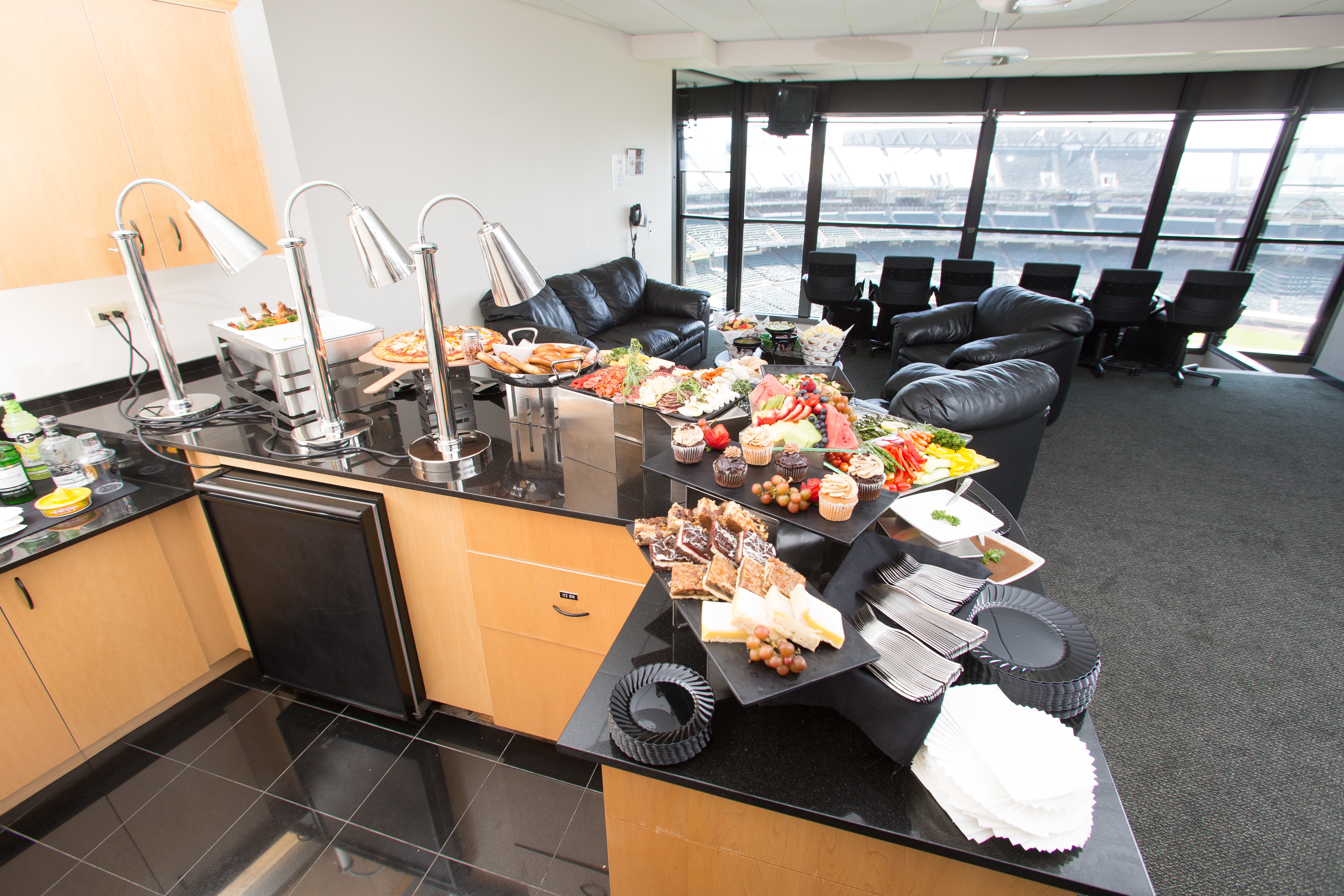 State warriors oracle arena and oakland alameda county coliseum - The Suite Life Luxury Suites Are A Great Way To Enjoy Events At Oakland Alameda County Coliseum